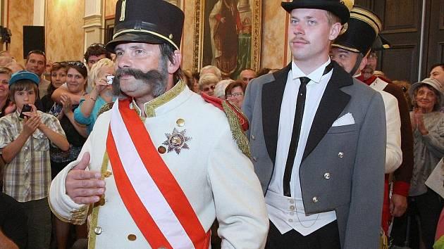 Císař přijel otevřít muzeum.