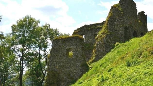 Zřícenina hradu Tolštejn.