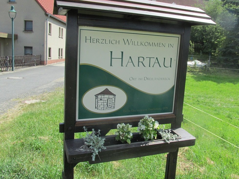 Hartava je čtvrtí Žitavy, ale vytváří dojem malého městečka.