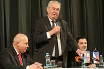Beseda Miloše Zemana s obyvateli Jirkova.