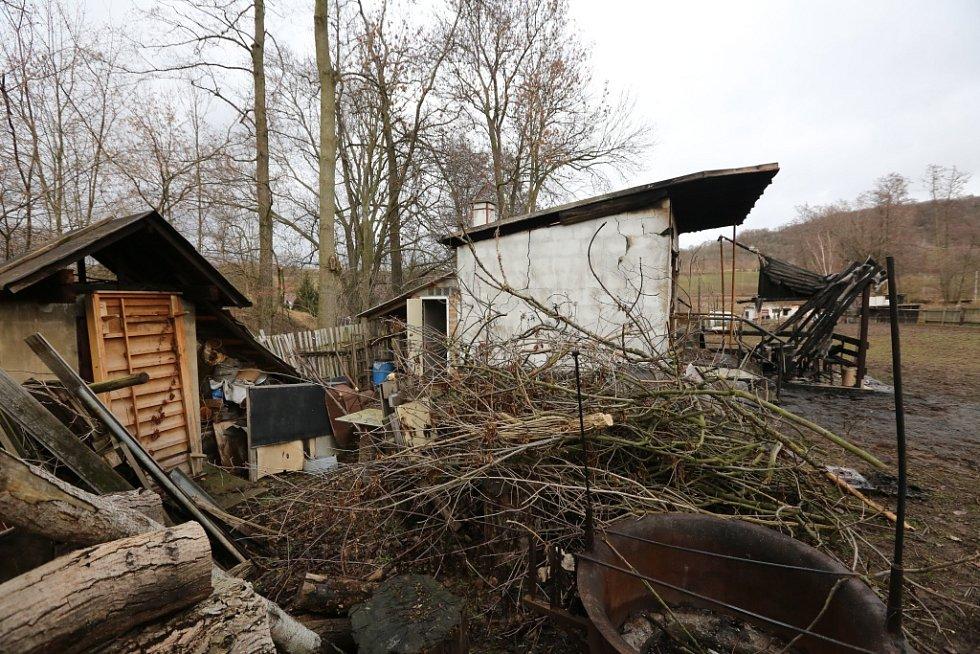 Požár trempské chatky v Habrovanech.