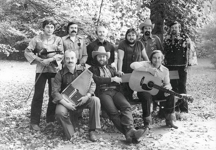 Robert Moucha ze skupiny Fešáci oslavil 80. Sestava s Michalem Tučným.