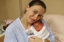 Sebastian Ragnar Douša se narodil Ivaně Doušové z Ústí nad Labem 9. prosince v 10.37 hod. v ústecké porodnici. Měřil 47 cm a vážil 2,73 kg
