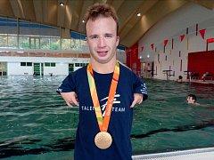 Český paralympijský reprezentant v plavání Arnošt Petráček.
