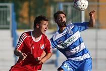 Ústečtí fotbalisté (modro-bílí) doma prohráli s Ostravou 0:3.