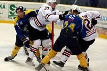 Ústečtí hokejisté (modro-žlutí) doma prohráli s Chabarovskem 2:4.