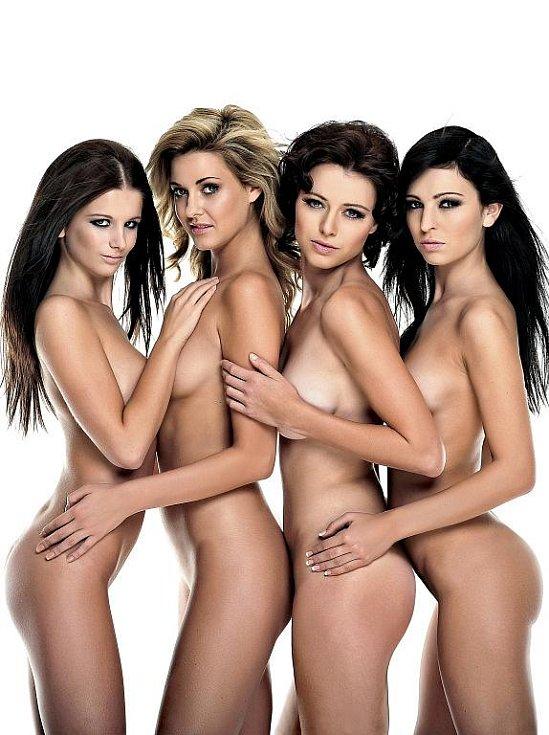 Čtyři nejkrásnější hasičky z Česka Ivana Hnilicová, Veronika Biskupová, Kateřina Mikulová a Hana Monská nafotily kalendář pro rok 2012.