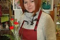 """Oslavy MDŽ podle květinářky Veroniky Hanichové zažívají boom především v posledních dvou letech. """"Zatímco na Valentýna jsou to muži všeho věku, MDŽ slaví spíše ti starší,"""" říká."""