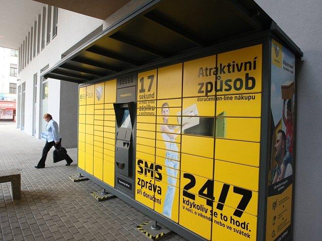 Postomat EasyPack. Jejich spuštění je naplánováno na červen tohoto roku, celkem jich bude v zemi stovka, jen v samotném Ústí celkem čtyři, tento je v centru Ústí v CPI City center.