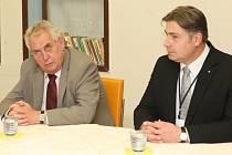 Radek Scherfer (vpravo) odchází z Krajské zdravotní.