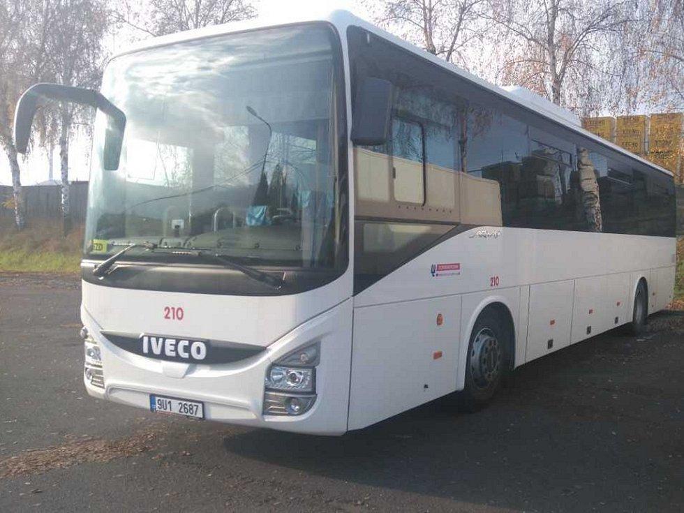 Tímto autobusem Dopravního podniku města Ústí nad Labem pojedou volební lídři do Rumburka.