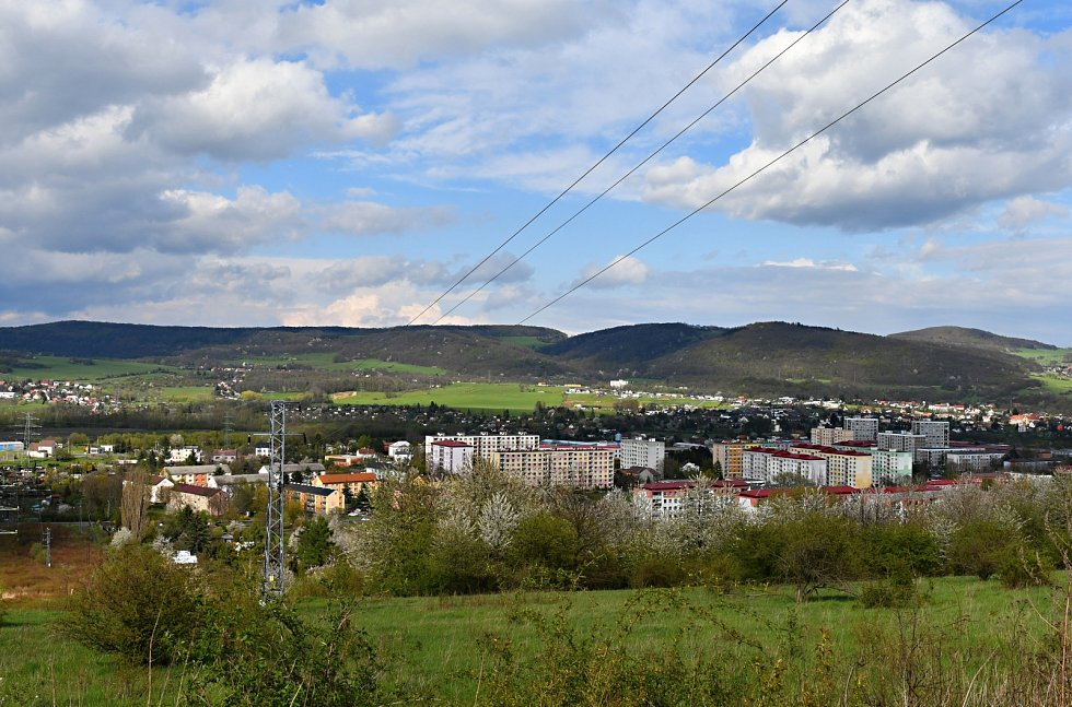 Z kopců je vidět dál - Všebořice, Střížovice, koníci a drak.