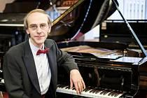 Klavírista Igor Ardašev.