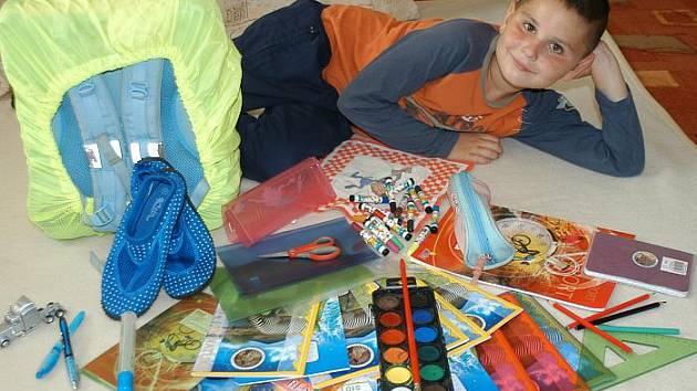 Je po výplatě a rodiče plánují nákup školních pomůcek. Stejně jako rodiče malého Kryštofa (na snímku).