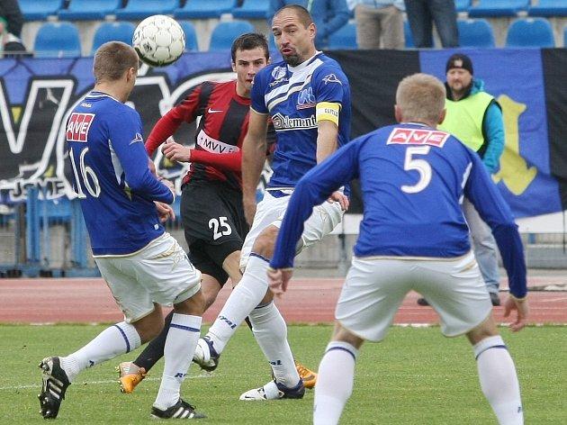 Ústečtí fotbalisté (modří) doma remizovali s Opavou 0:0.