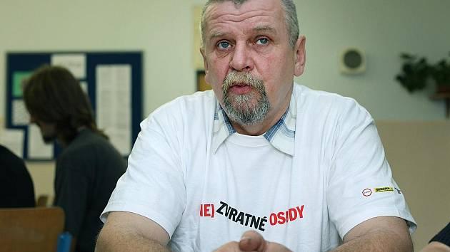 Pavel Jedlička je jedním z dobrovolníků, kteří se zapojili do projektu a jezdí na besedy do škol.