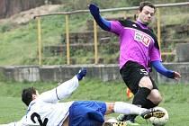 Fotbalisté Trmic (bílé dresy) doma podlehli Přestanovu 0:3.
