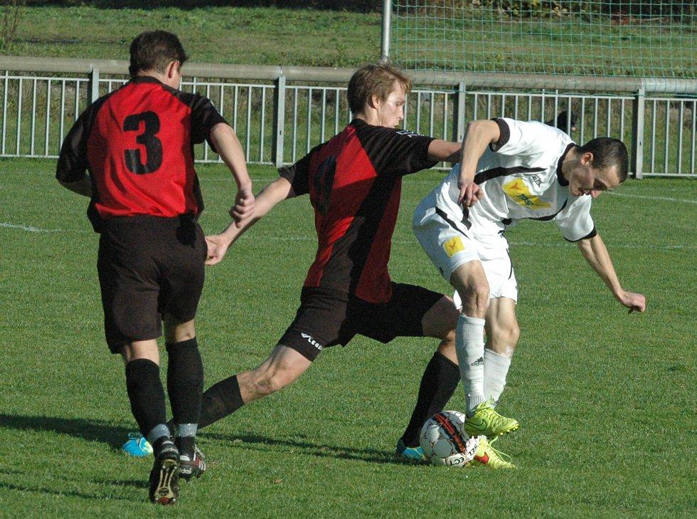 Fotbalisté Velkého Března (červení) prohráli v Jílovém 1:4.