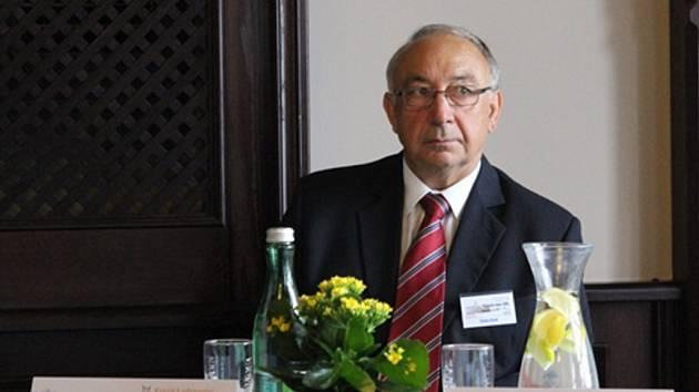Ve zdravotnictví uspěl primář ORL Masarykovy nemocnice v Ústí nad Labem Karel Sláma.
