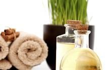 Popíjejte léčivé bylinné čaje, vhodné jsou čajové směsi z černého rybízu, lipového květu, heřmánku, černého bezu, podbělu, mateřídoušky, máty, bazalky nebo zázvoru.