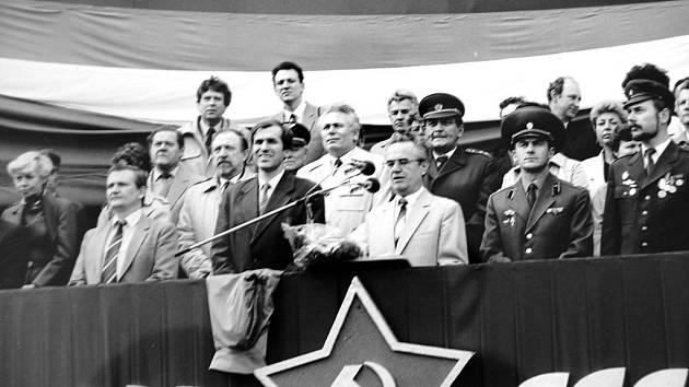 1. Máj 1986 v Ústí nad Labem. Zleva: Jiří Hájek, Otto Trefný, Pavel Bronec, Václav Šlapák.