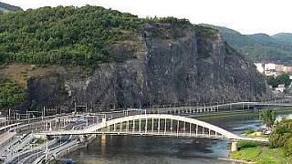 Praha chce opravit Karlv most, hled lom s vhodnm