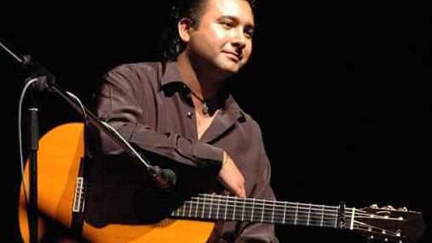 Kytarista Oscar Guzmán
