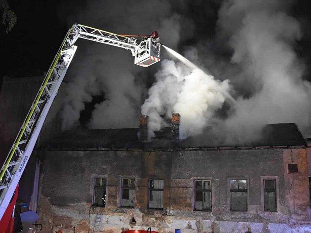 Požár staré loděnice na Střekově.