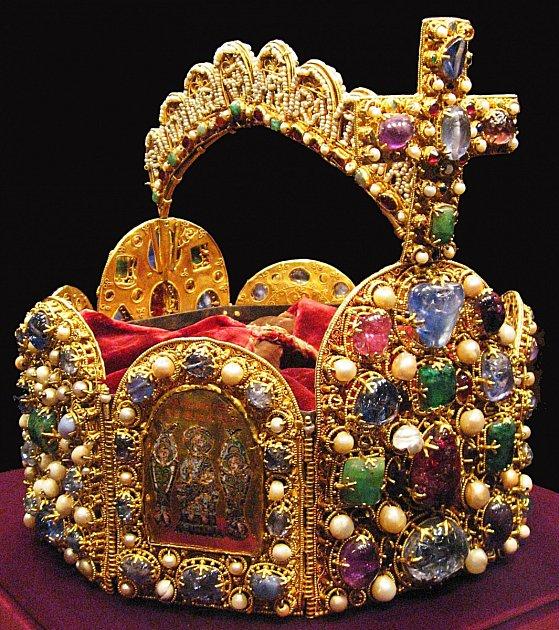 Císařská koruna, jíž nechal zhotovit zakladatel franské říše Karel Veliký.