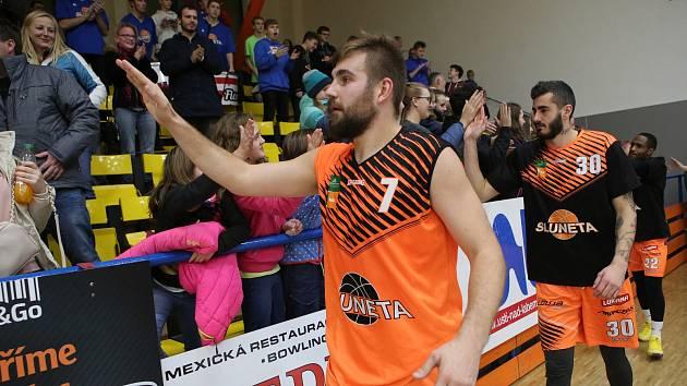 Basketbalové derby mezi Ústím nad Labem a Děčínem.