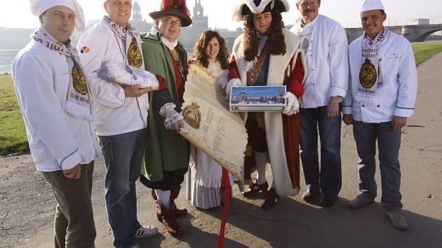 Štolovou dívkou pro letošní rok je Cynthia Brozek (uprostřed), zvolená z řad budoucích pekařek.