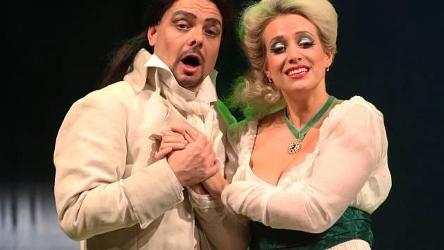Jan Ondráček a Tereza Mátlová v opeře Únos ze Serailu.