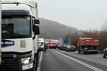 Problémy s kamiony se v Havířské ulici táhnou měsíce. Během té doby je dokumentovali provozovatelé firem v sousedství čerpací stanice Eurowag a AS24. Snímky vznikaly v průběhu posledního roku.