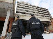 Zdevastovaný hotel Máj.