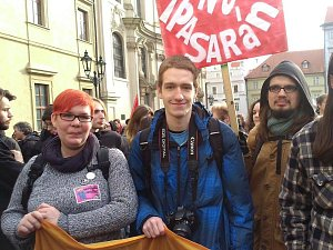 Ústecký aktivista a student práv Lukáš Blažej (uprostřed).