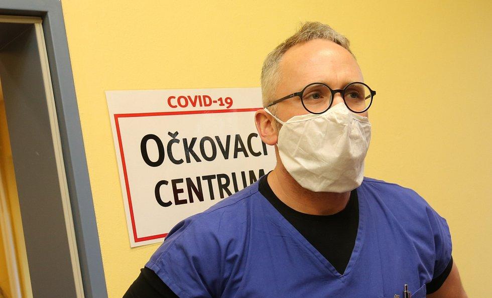 První očkování vakcínou proti covidu-19 v ústecké Masarykově nemocnici