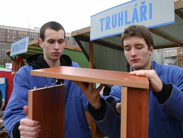 Učni předváděli tradiční řemesla, o které není mezi studenty moc velký zájem