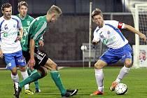 Ústečtí fotbalisté (bílo-modří) doma porazili Karvinou 1:0.