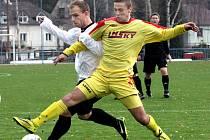 Fotbalisté Brné (vpravo Maturkanič) zvládli letošní sezonu na jedničku, v 1.A třídě vybojovali pátou příčku.