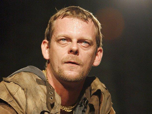 Martin Stránský jako Jago v Othellovi na Shakespearovských slavnostech na Pražském hradě.