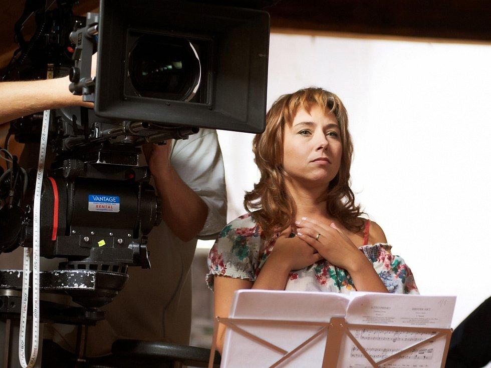 Sopranistka ústecké opery Anna Klamo hraje v Donšajnech, filmové novince oscarového režiséra Jiřího Menzela.
