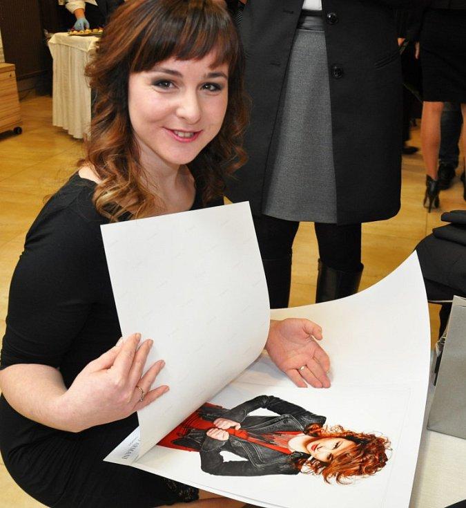 Tereza Šmídová, stejně jako ostatní soutěžící, dostala i kolekci fotografií od Jana Tůmy.