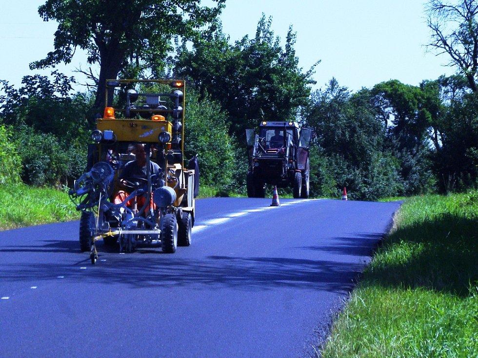 Opravená silnice v Roudnikách