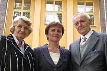 Oslavy výročí oboru zubní technik, který je v Ústí nejstarší v ČR, se vedle nové ředitelky ústecké zdravotnické školy zúčastnili také manželé Hana a Karel Veverkovi, učitelé této školy.