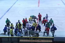Úvodní trénink Slovanu na ledové ploše.