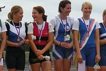 Párová čtyřka dorostenek. Zleva Pavlína Zoubková, Tereza Šírerová, Tereza Tkáčová  a Petra Chovaňáková.