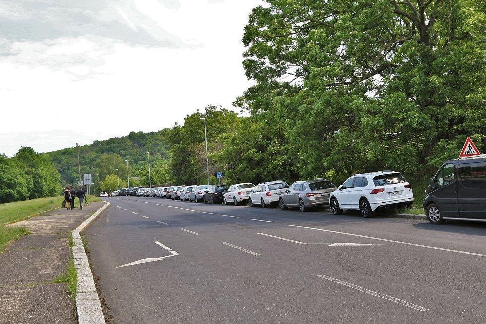 Smutečních hostů dorazily stovky, někteří ani neměli kde zaparkovat