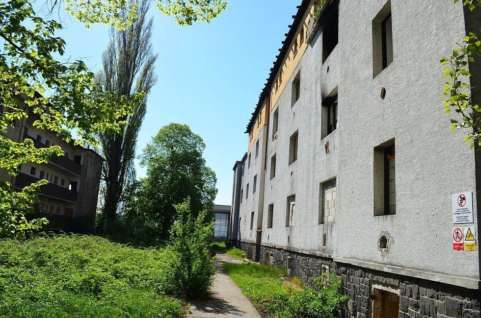 Okolí Matiční ulice v Ústí nad Labem. Tyto budovy chce město v budoucnu zbourat.