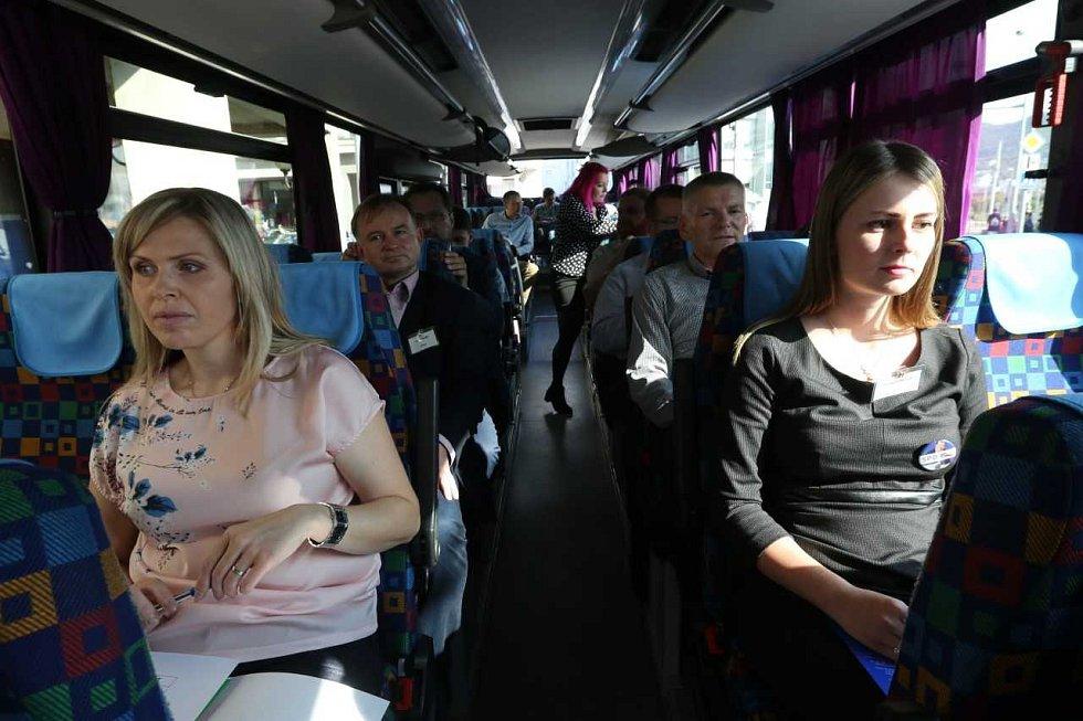 Na palubě Deník-busu panuje uvolněná nálada.