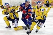 Ústečtí hokejisté (žlutí) doma podlehli Litoměřicím 4:6.